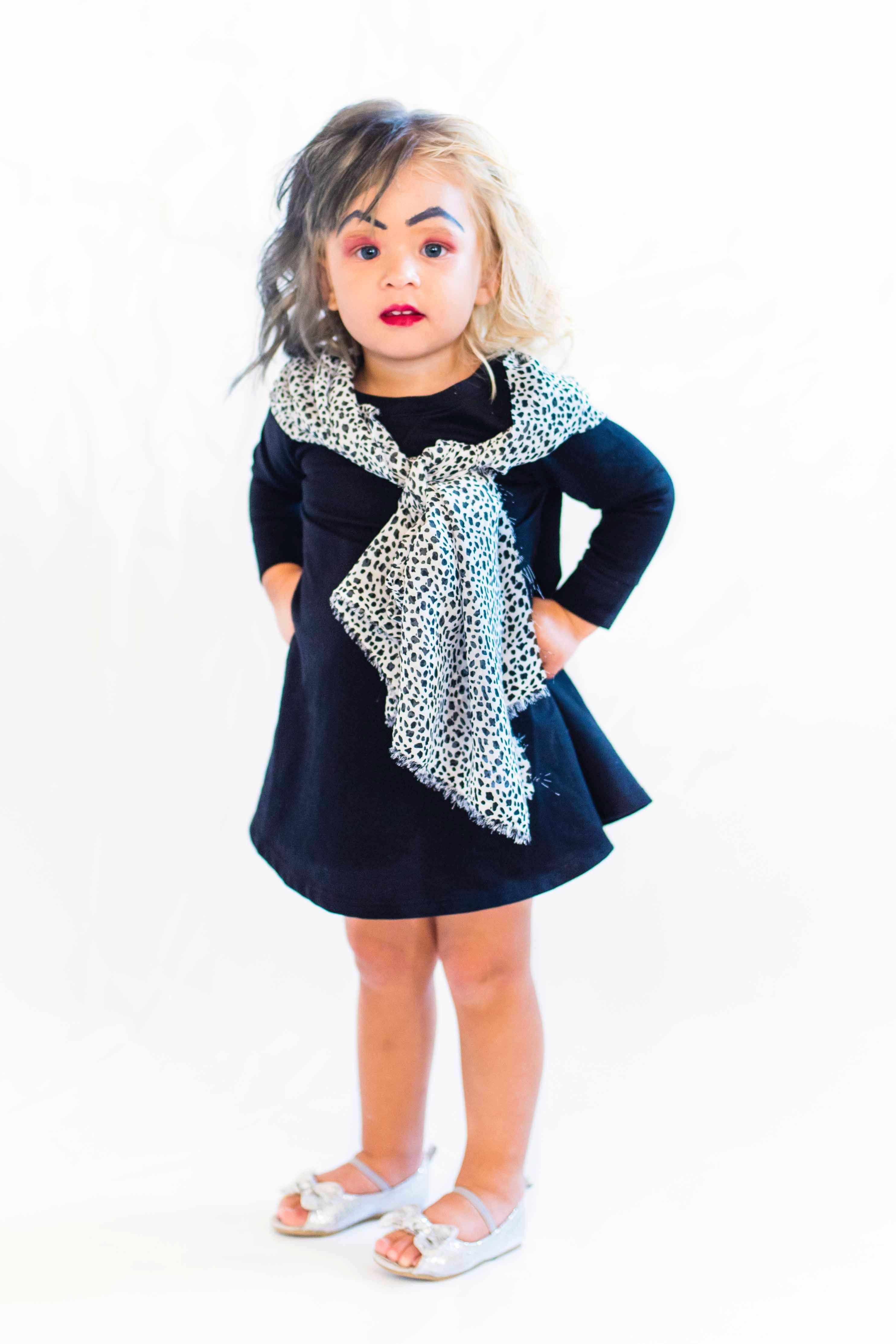 Cruella De Vil Halloween costume! Little girl DIY Halloween ideas!  Manualidades Para Halloween f8043fa7503