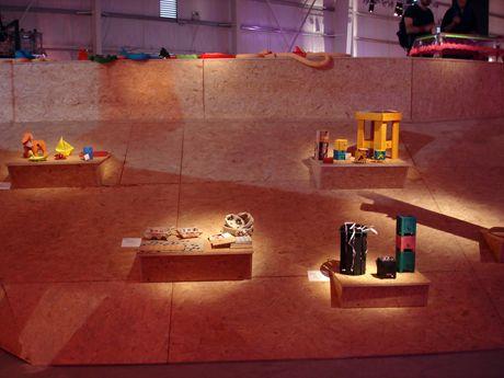 Los productos de hps! harapos decyng están expuestos en el sector diseño del MICA, Mercado de Industrias Culturales Argentinas. Este evento se llevó a cabo en Tecnópolis, del 11 al 14 de abril de 2013.