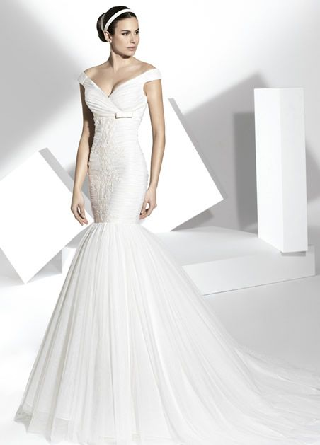 vestidos de novia de corte sirena, cuerpo drapeado de tul seda