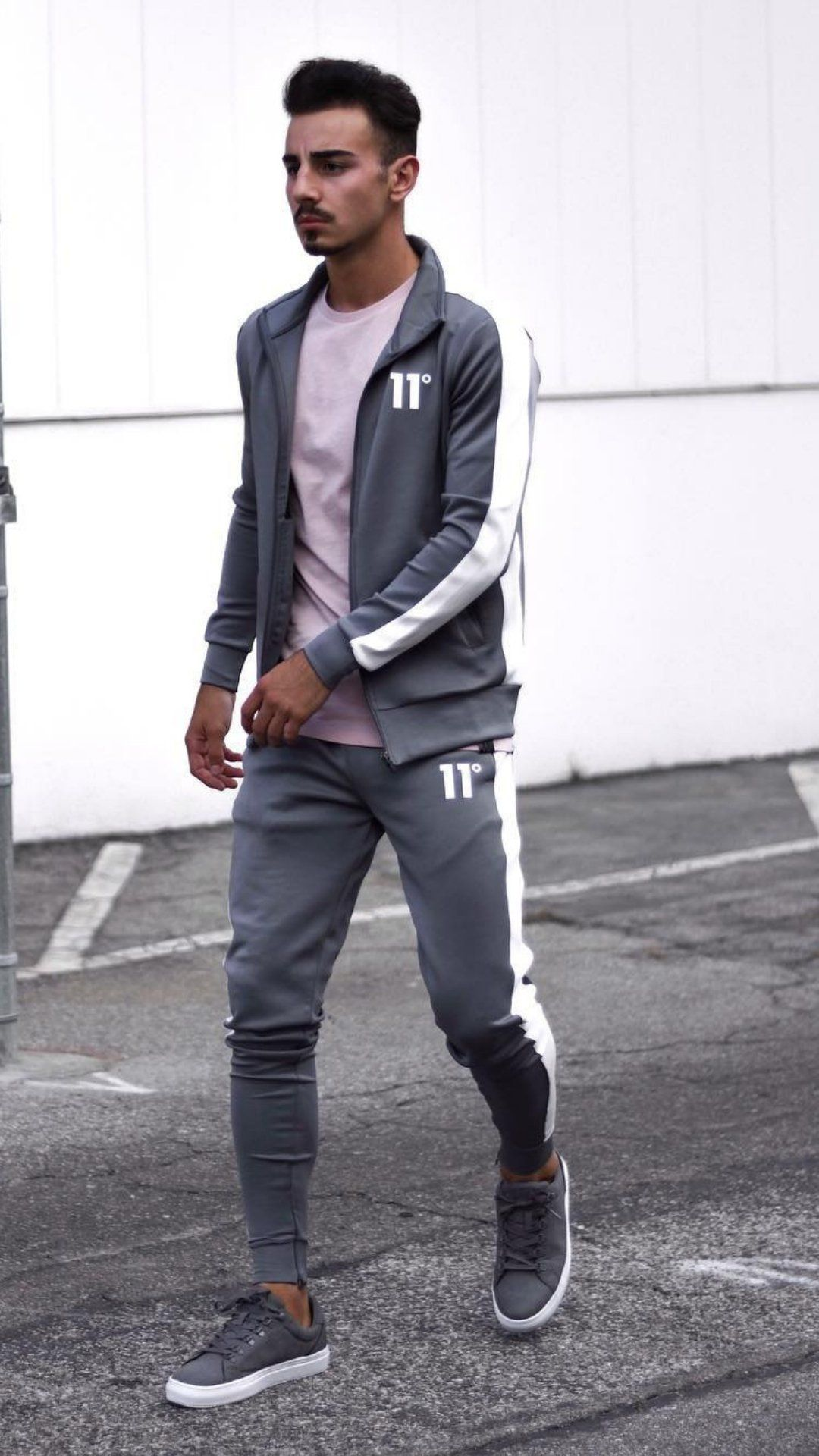 20 Joggers Outfits For Men   Mens joggers outfit, Joggers outfit ...