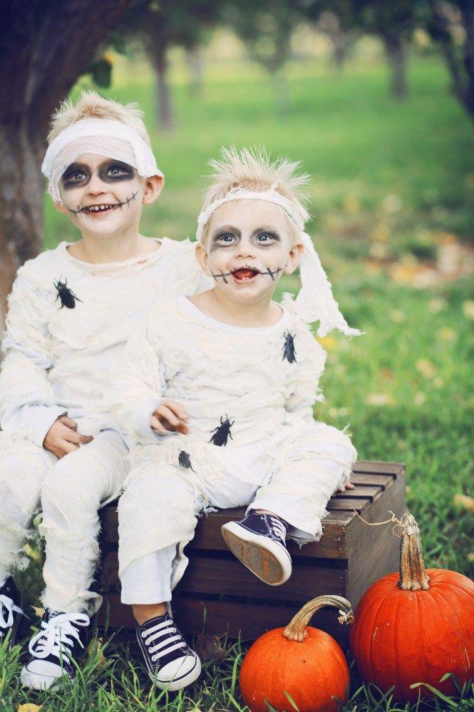 DIY family mummy costumes Zombie halloween costumes