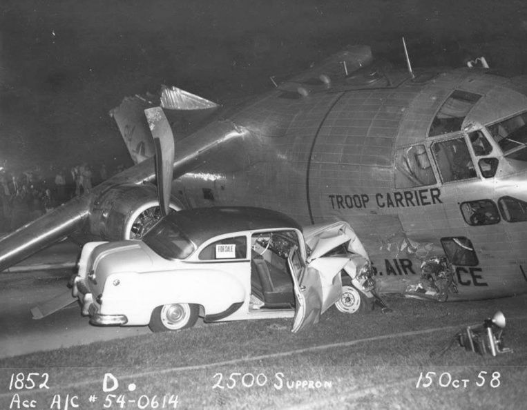 15 OCT,1958- A USAF Fairchild C-123B-6-FA Provider, 54-0614, en route from Dobbins AFB, Georgia, to Mitchel Field, Long Island, New York, runs out of fuel, comes down on the Southern State Parkway on Long Island while attempting emergency landing at Zahn's Airport at North Amityville,injuring five, and killing one motorist. The transport skids several hundred feet, passes through an underpass, and strikes three cars.