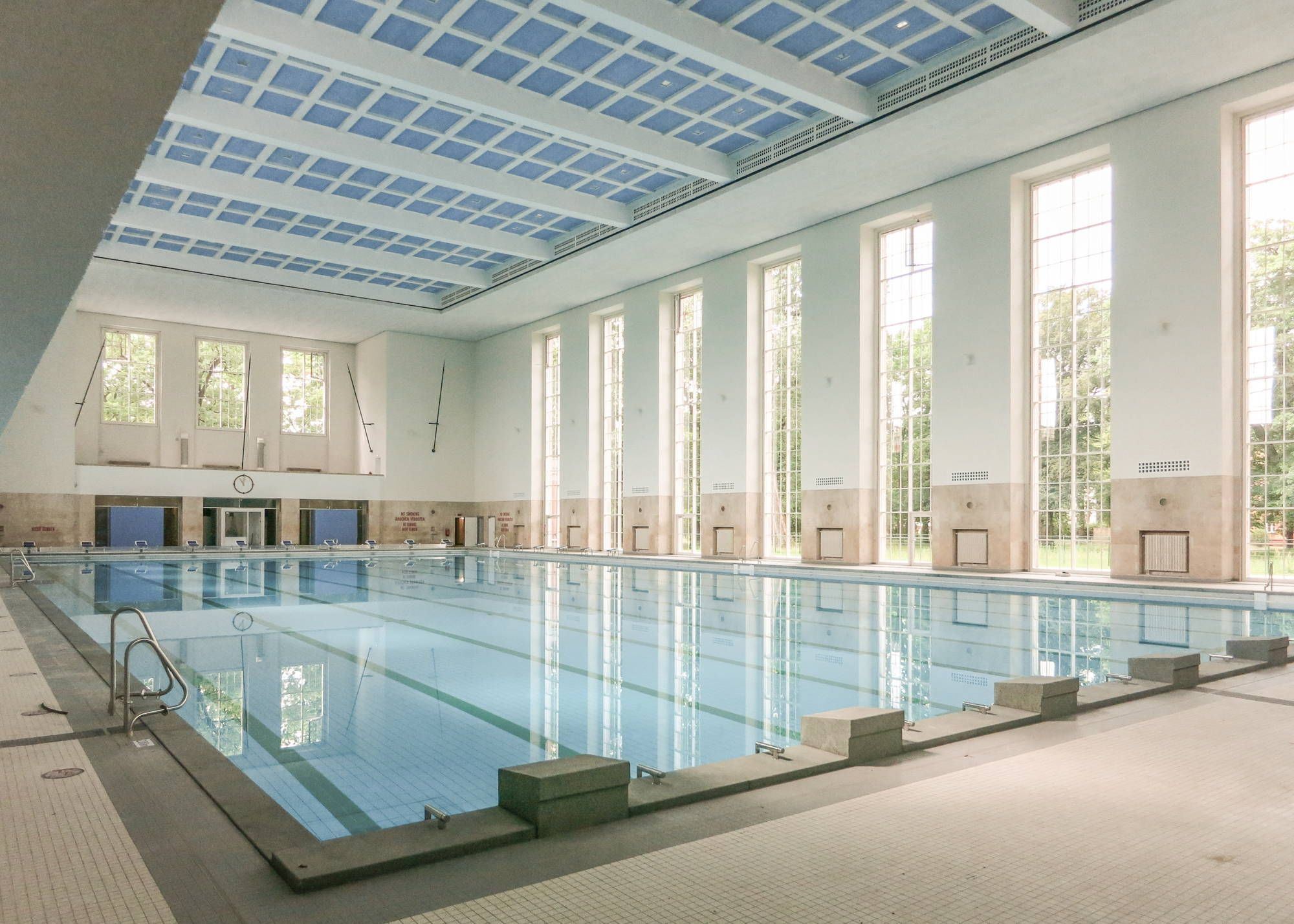 Historic swimming pool for the Finckensteinallee in Berlin graph © Tobias Reckert Berlin