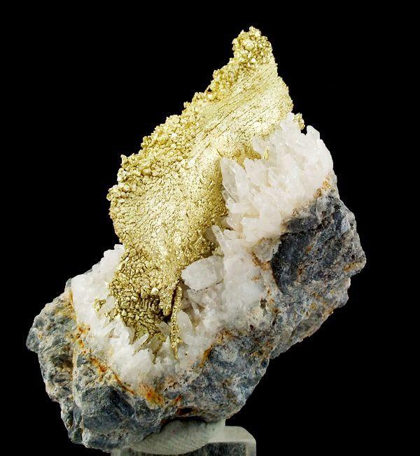 Gold On Quartz Matrix Nevada Rocks And Crystals Minerals Mineral Collection