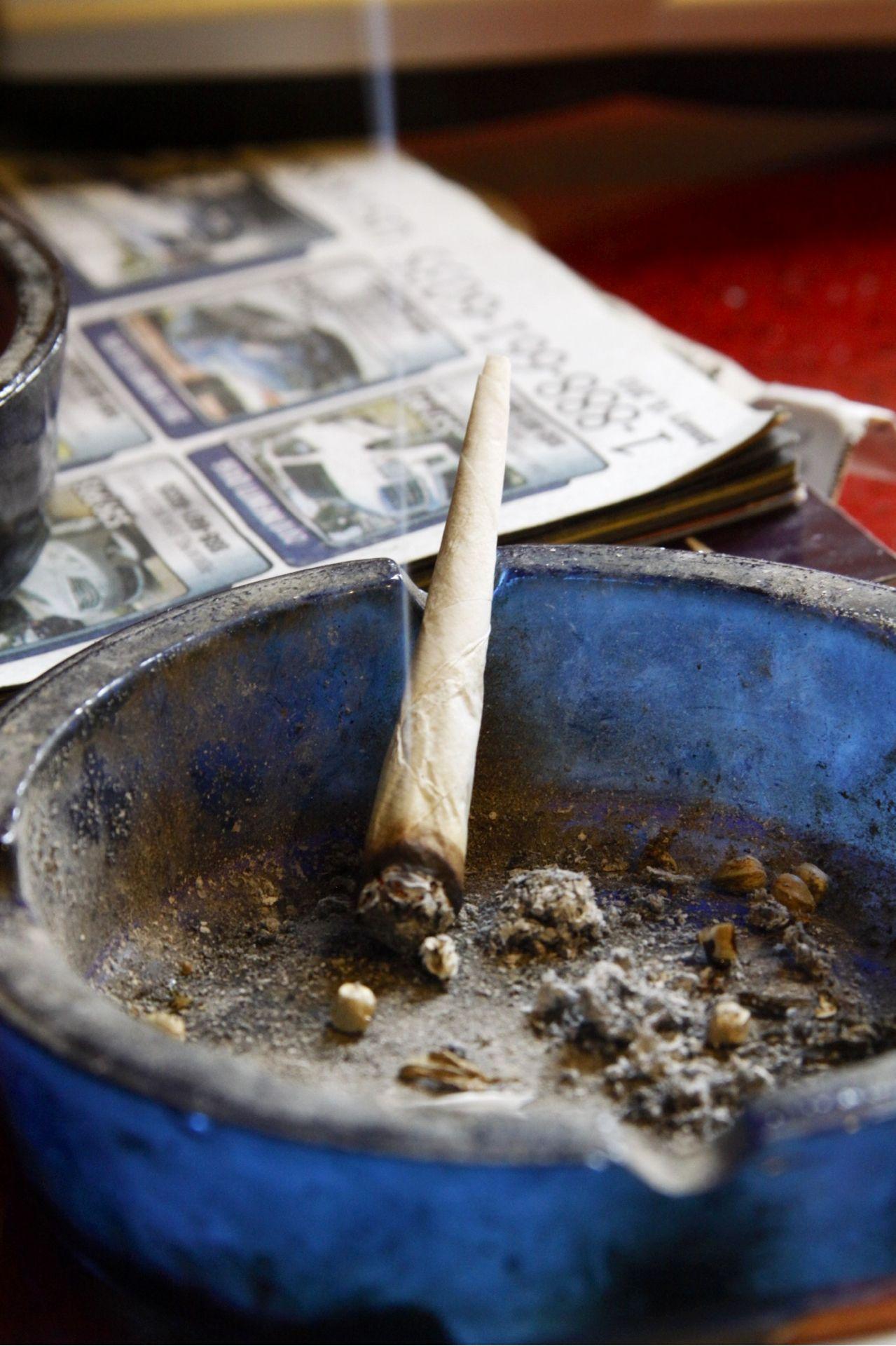 BOWL A SMOKE UM BAIXAR BONGO FUMAR