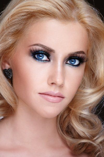 Blond beauty. Deep blue eyes and positive expression | Make up ...