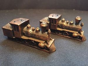Vintage-Train-Locomotive-Salt-and-Pepper-Shakers-made-in-Japan