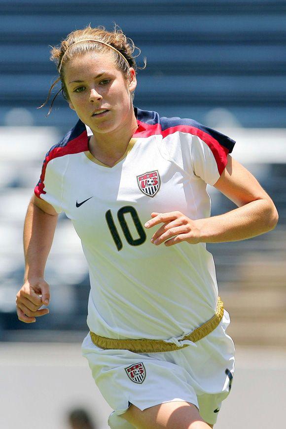 Top 20 Sexiest Female Footballers At The 2011 Women S World Cup Usa Soccer Women Women S Soccer Usa Soccer Team