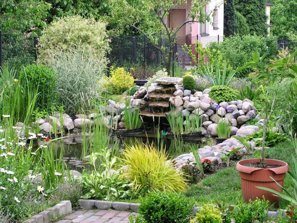 C mo decorar tu jard n con un estanque de agua xardineando - Como decorar un estanque ...
