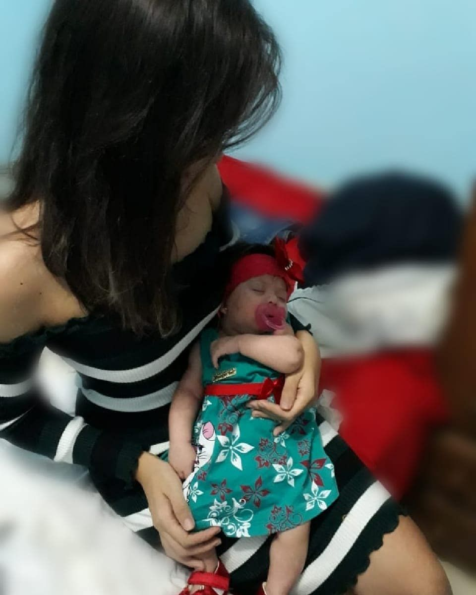 Eu e minha mamãe😍😍😍 - - - - - #babygirl #newborn #menina #mundorosa #maternidadereal #maedemenina #m...