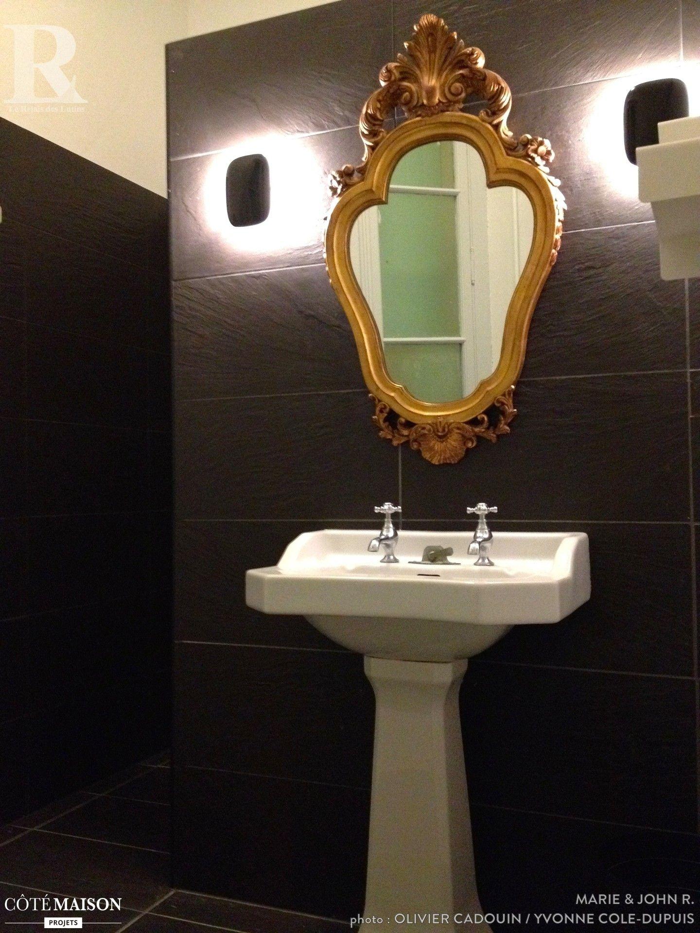 miroir dorà à l ancienne qui rà hausse l ambiance de cette salle de
