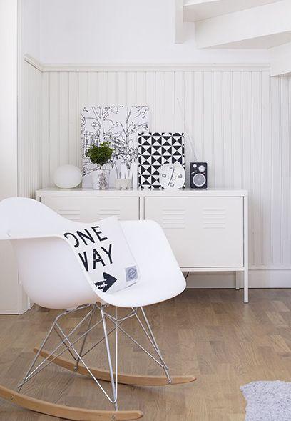 Deko In Schwarz Und Weiß #Deko #wohnen #Wohnzimmer #Flur #Sideboard #Stuhl # Schwarz #weiss