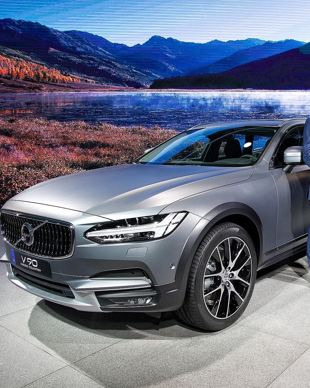 The Volvo V Cross Country From S LAAutoShow Sign Up For - Discount auto show tickets