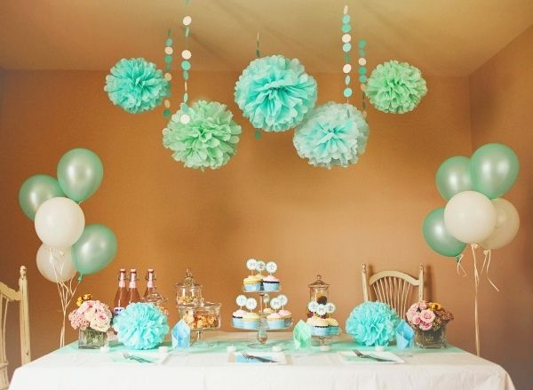 babyparty deko mintgr n pompoms luftballons geschenke pinterest baby shower party und shower. Black Bedroom Furniture Sets. Home Design Ideas