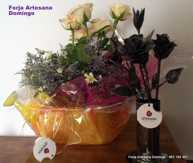 Ramo de flores de forja hechas a mano de forma artesana.