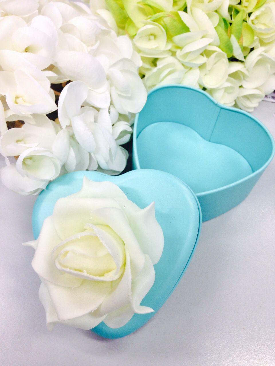 Beautiful tiffany blue wedding flower metal box feel free to msg me beautiful tiffany blue wedding flower metal box feel free to msg me if you are interested i should worldwide izmirmasajfo