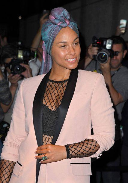 Alicia Keys And The Tyranny Of Makeup The New York Times Fashion Alicia Keys No Makeup Scarf Styles