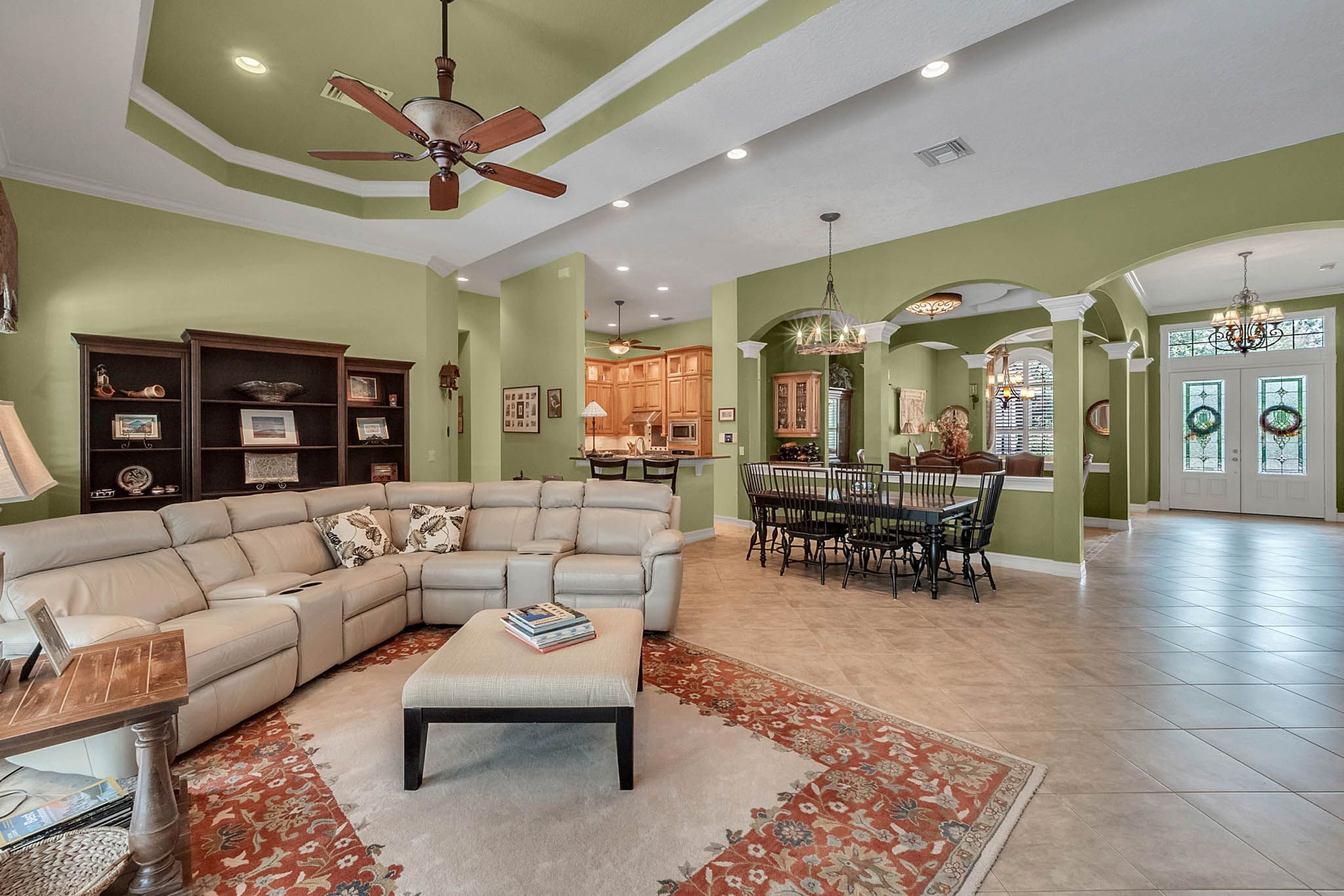 5 bedrooms, pool, neat as can be. Gated community in Lake