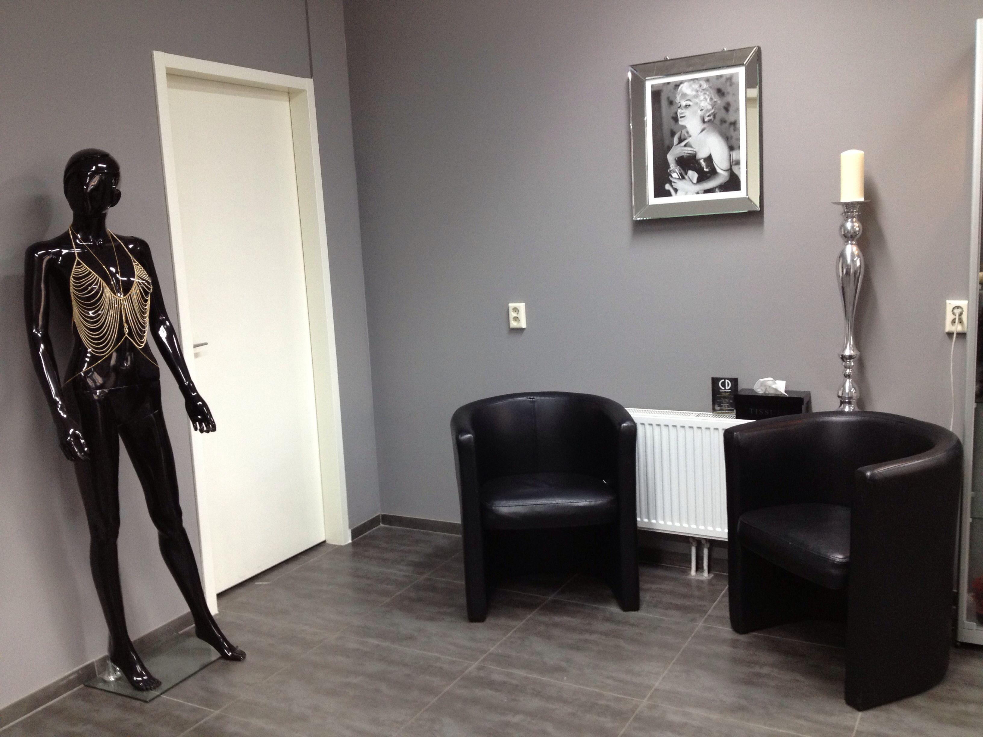 Gray Wall Salon Decoration