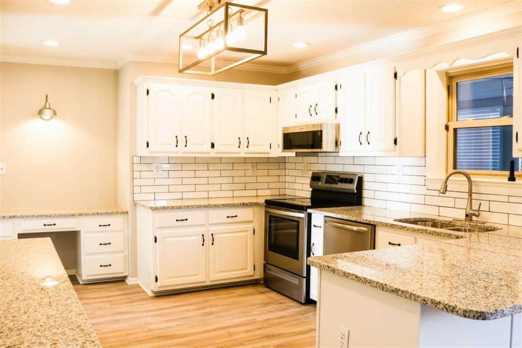 6682 Stonetrace Dr Memphis Tn 38135 Mls 10044547 Zillow Home Zillow Kitchen