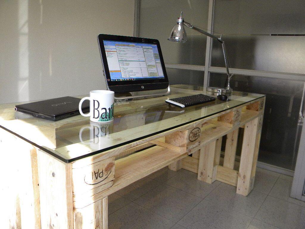 Escritorio hecho con pallets dise o moderno y practico for Muebles para computadora office depot