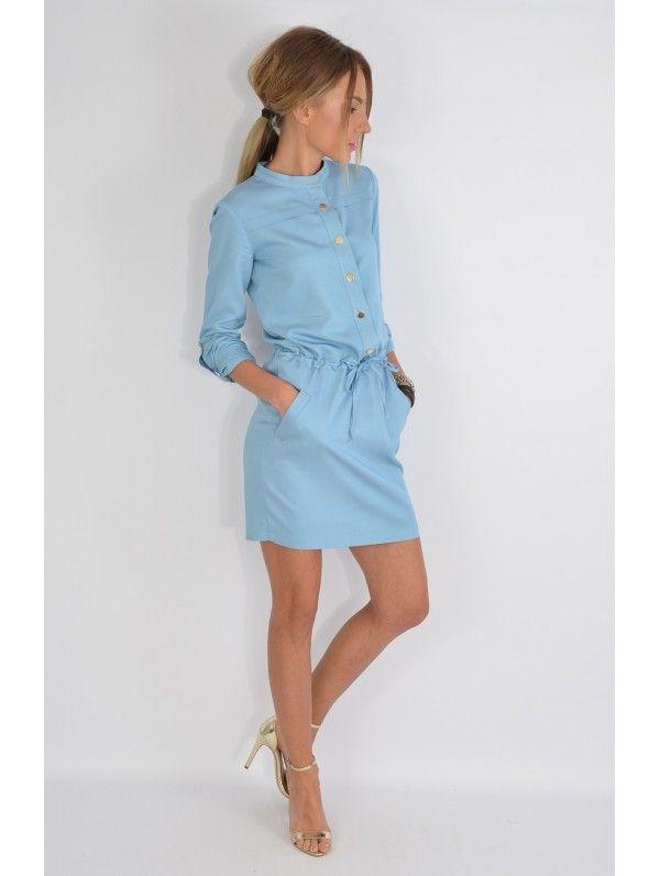 b463529475 Sukienka jeansowa zapinana na złote napy. Pod szyją stójka. Wiązana w  pasie. Po bokach kieszenie. Materiał wiskozowy lejący i przewiewny. WYSYŁKA  3-7 DNI