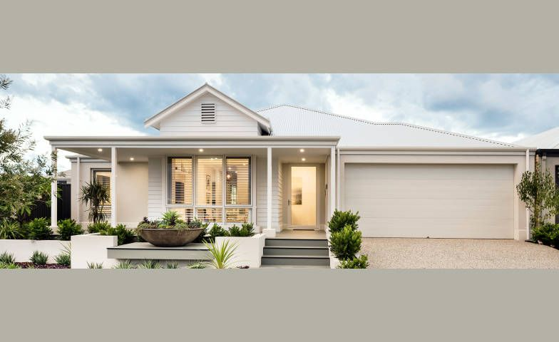 The Westhampton Display Home By Dale Alcock Homes In Newport Geographe Geographe Busselton Newhousing Com Facade House Hamptons House Village House Design