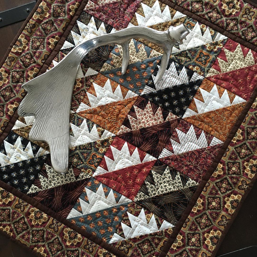 Heike Schneider V Instagram An Old One But Boy Do I Like It Will Lay On My Coffee Table Until Christmas Decorations Are Quilts Quilt Patterns Small Quilts