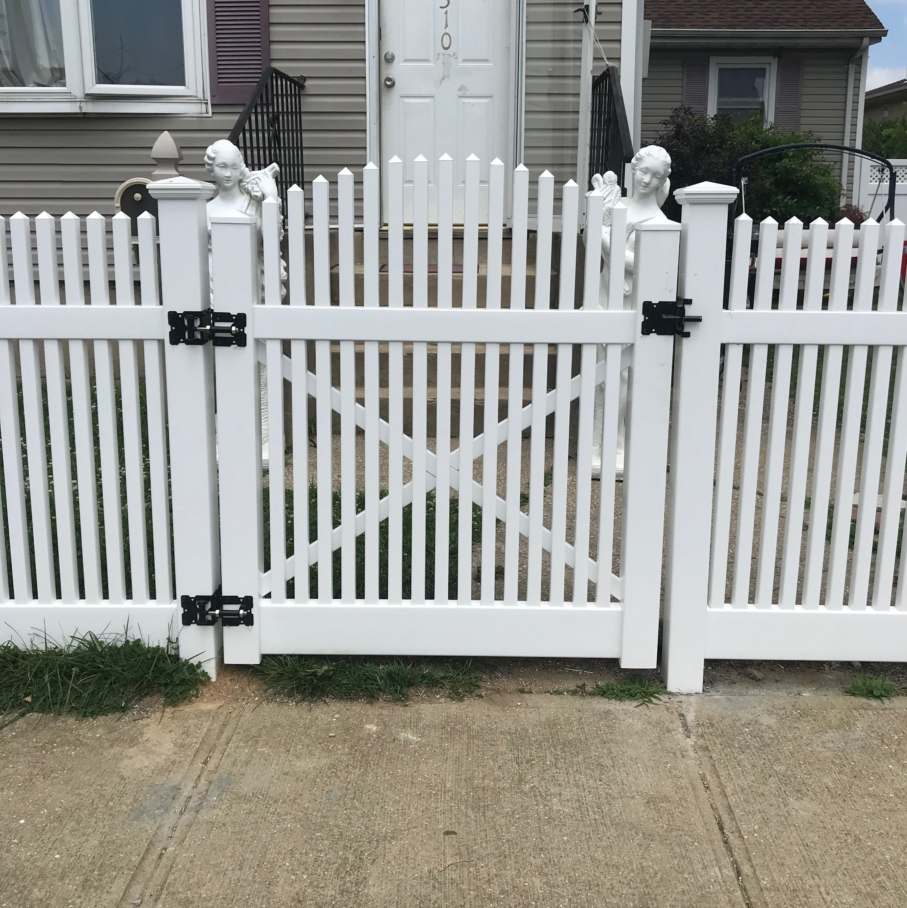 Best 4 Pvc Saturn Straight Fence With Custom Spaced Pickets 400 x 300