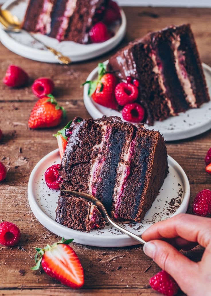 Chocolate Raspberry Cake - Vegan - Bianca Zapatka | Recipes #foodanddrink