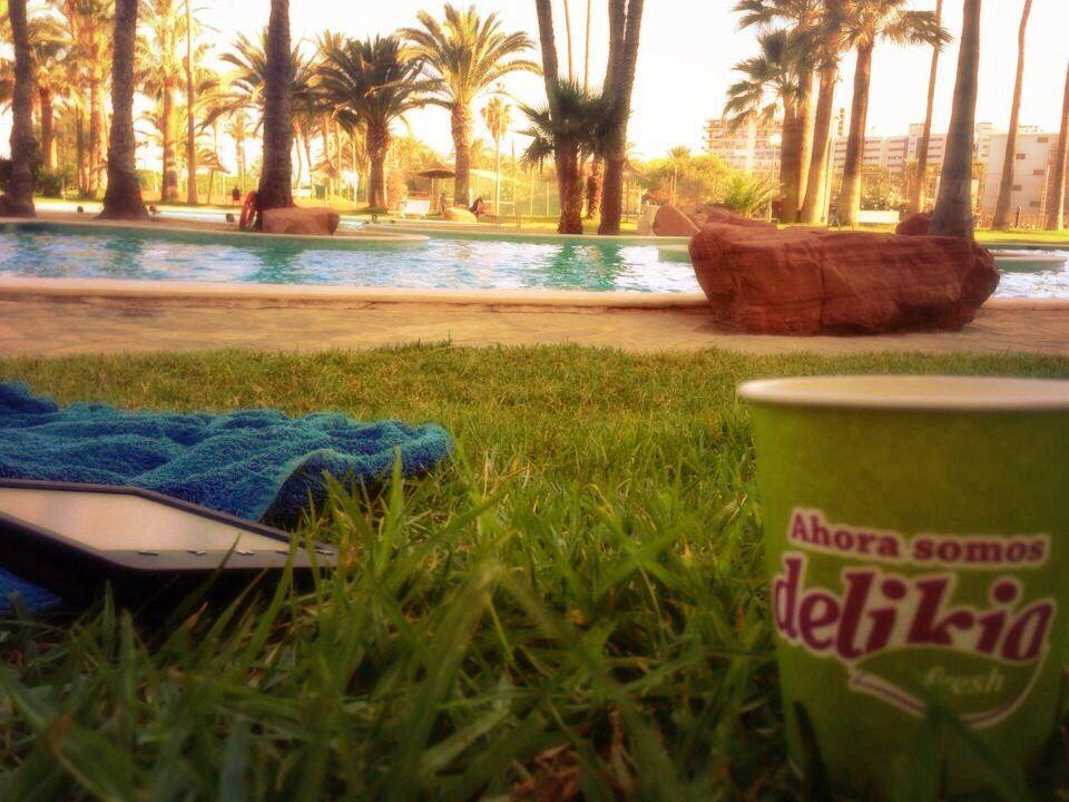 El #vasoviajero en modo #relax piscinero desde #Alicante