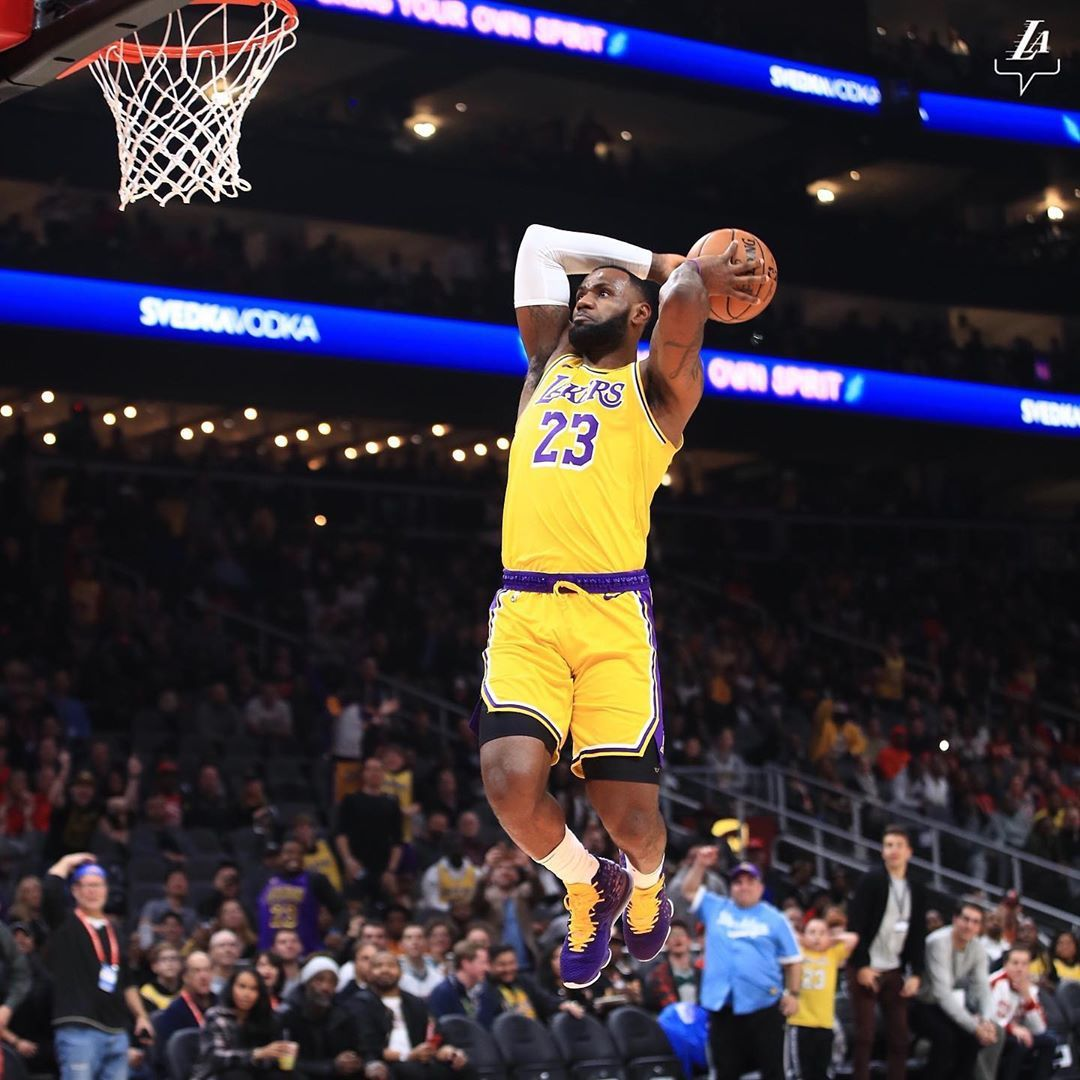 Los Angeles Lakers On Instagram Year 17 Still Making It Look Easy Lakeshow Best Nba Players Lebron James Lakers Los Angeles Lakers