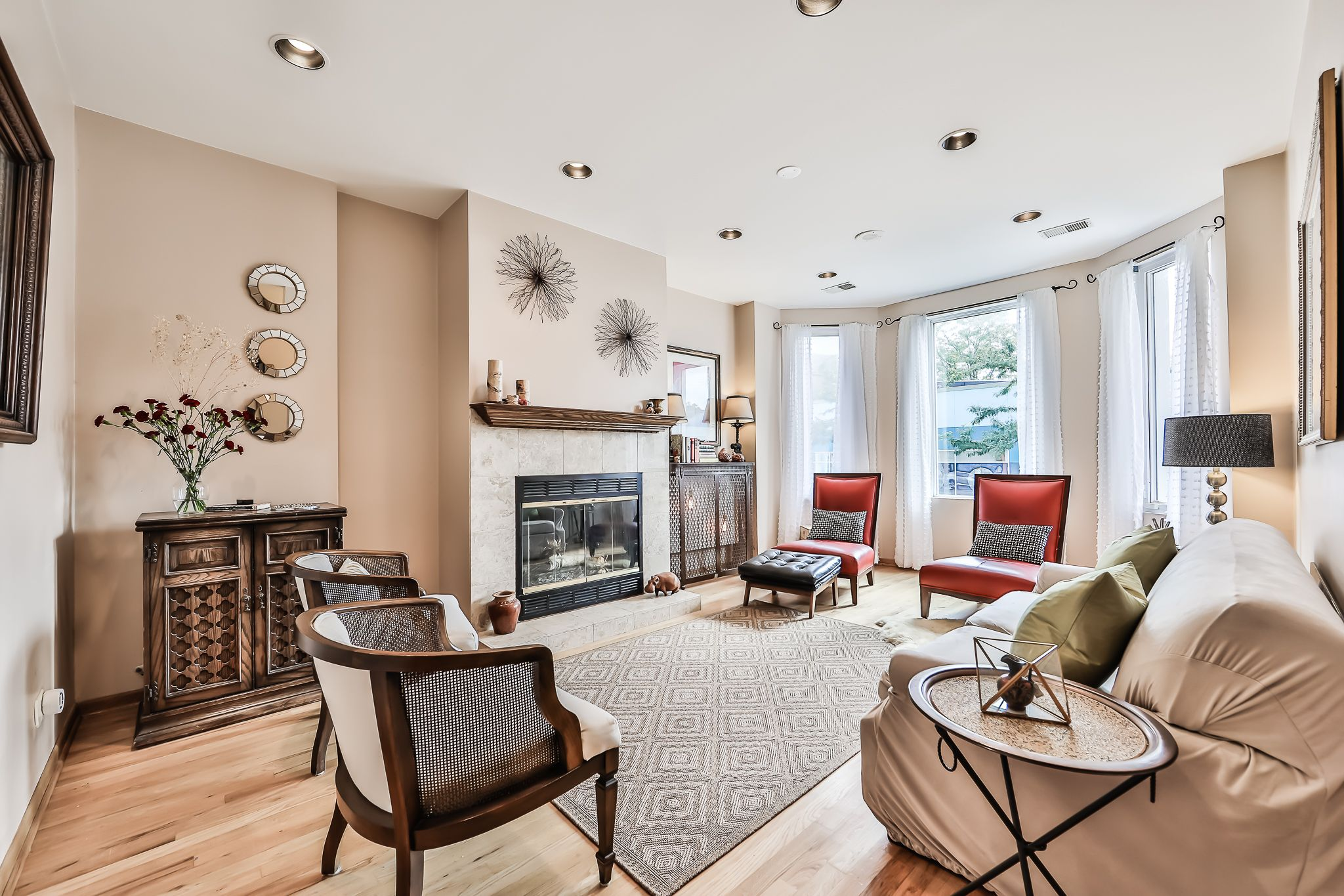This 2 bedroom + den in Lincoln Park has a wood burning