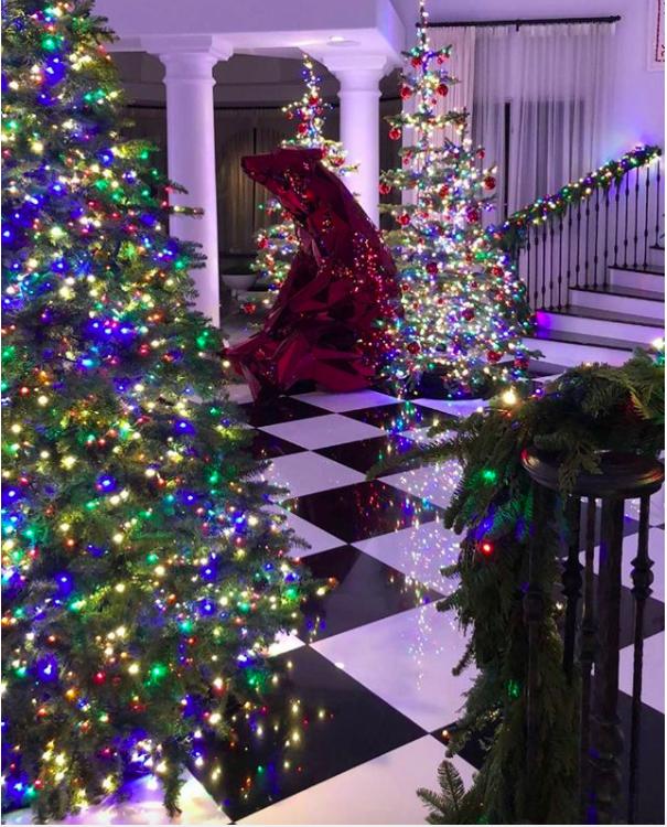 23 Over The Top Celebrity Christmas Trees Christmas Decorations Holiday Decor Christmas Tree