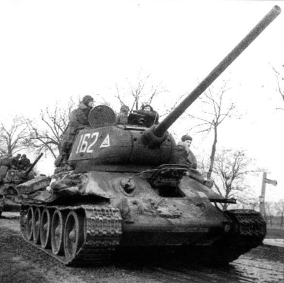 фото ВОВ РККА СССР колонна советских танков Т-34/85 № 162 ...