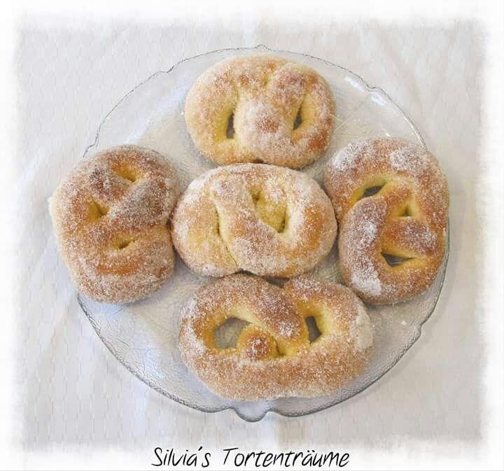 Silvia's Tortenträume: Martinsbrezel Zuckerbrezel Hefeteig lecker Rezept #martinsbrezelbacken
