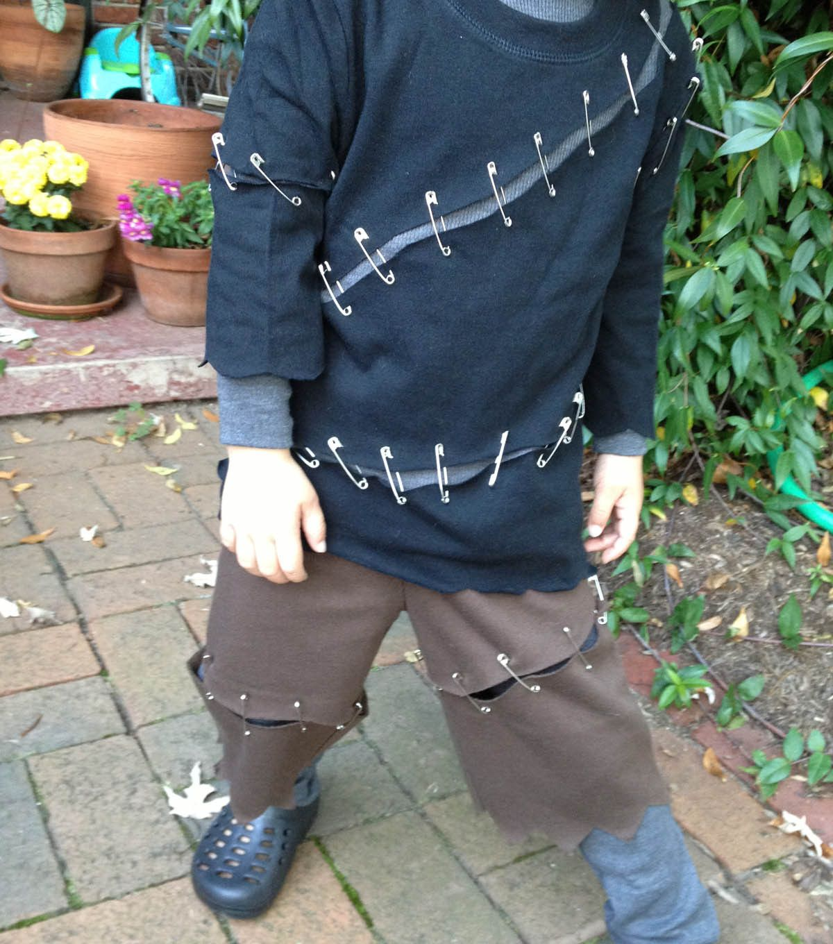 A Diy No Sew Frankenstein Costume This Is So Adorable And