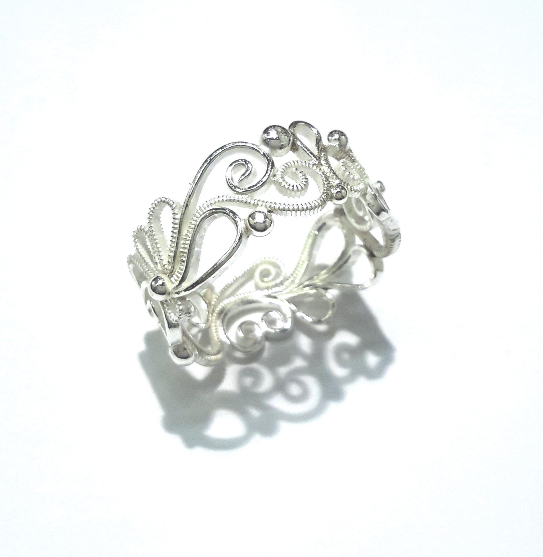 Pin lisääjältä HaatFI taulussa Vihkisormus ja korut   Wedding Ring ... 7a4f5c52b3