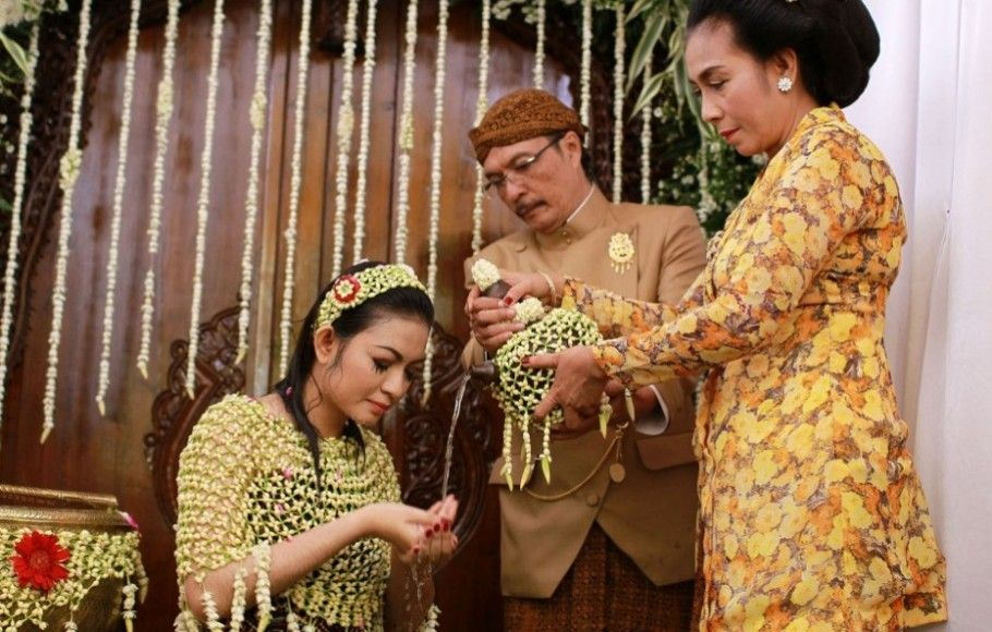 Prosesi Siraman GibranSelvi Indonesia, Java, Kelas satu