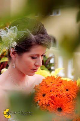 Ramo de gerberas en color naranja ideal para tu boda en playa por Bodas Huatulco