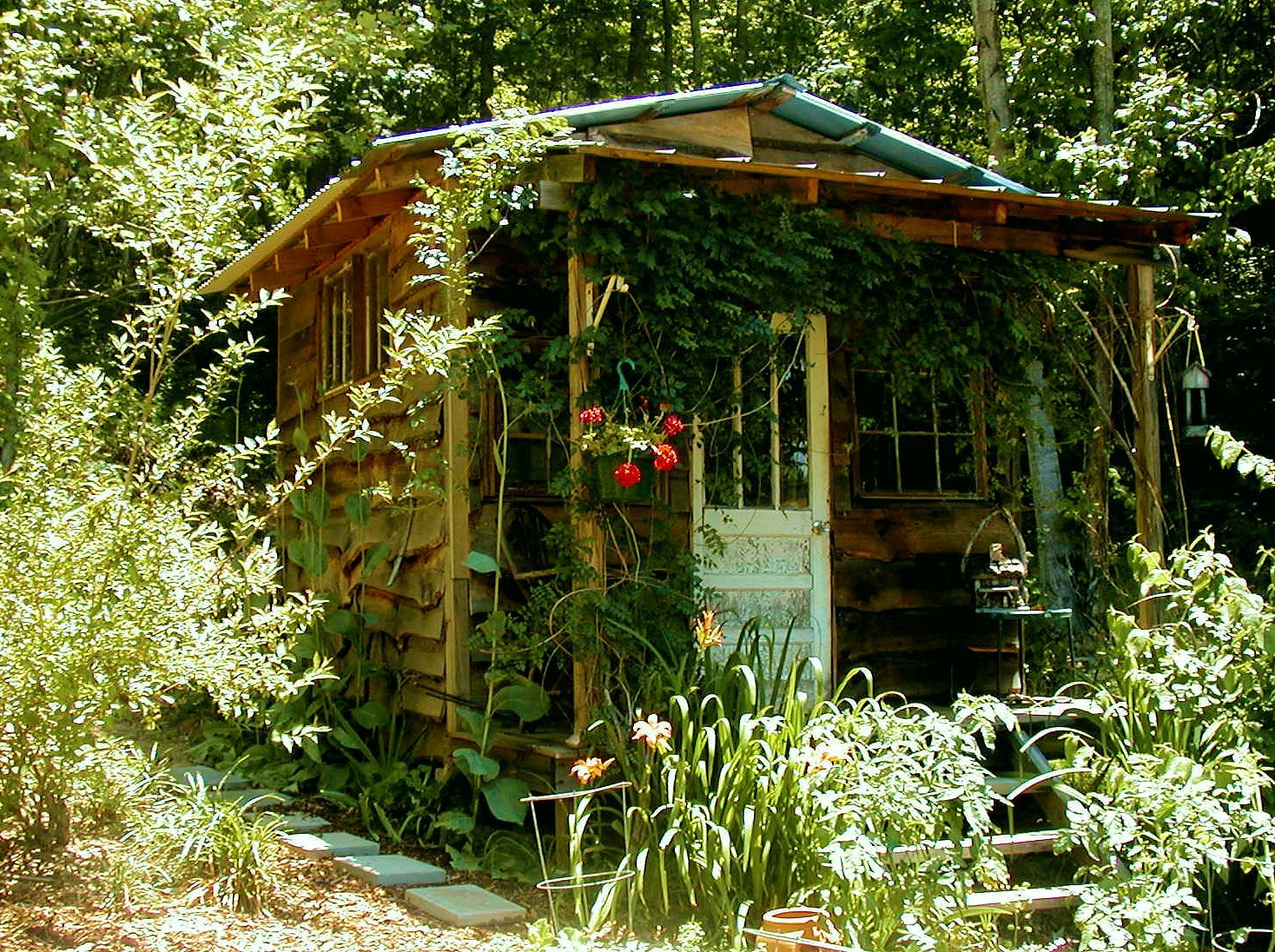 Garden house at the Hummingbird Lodge in North