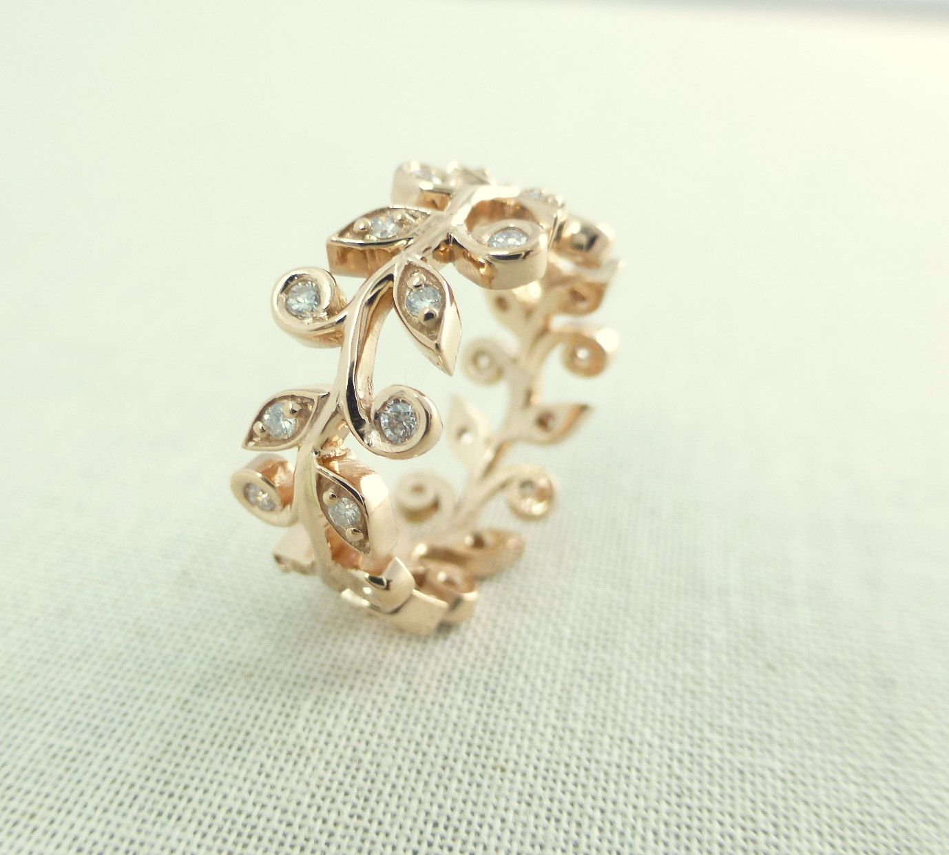 Leaf and diamond engagement ring. Wedding band with leaves