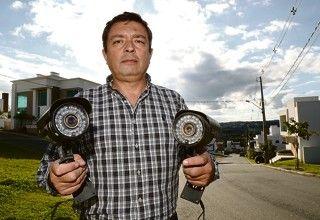 Sandro Guaita, membro do conselho de segurança do Green Village: gastos com aparato para deixar o condomínio seguro consomem R$ 40 mil por mês. | Ivonaldo Alexandre/Gazeta do Povo
