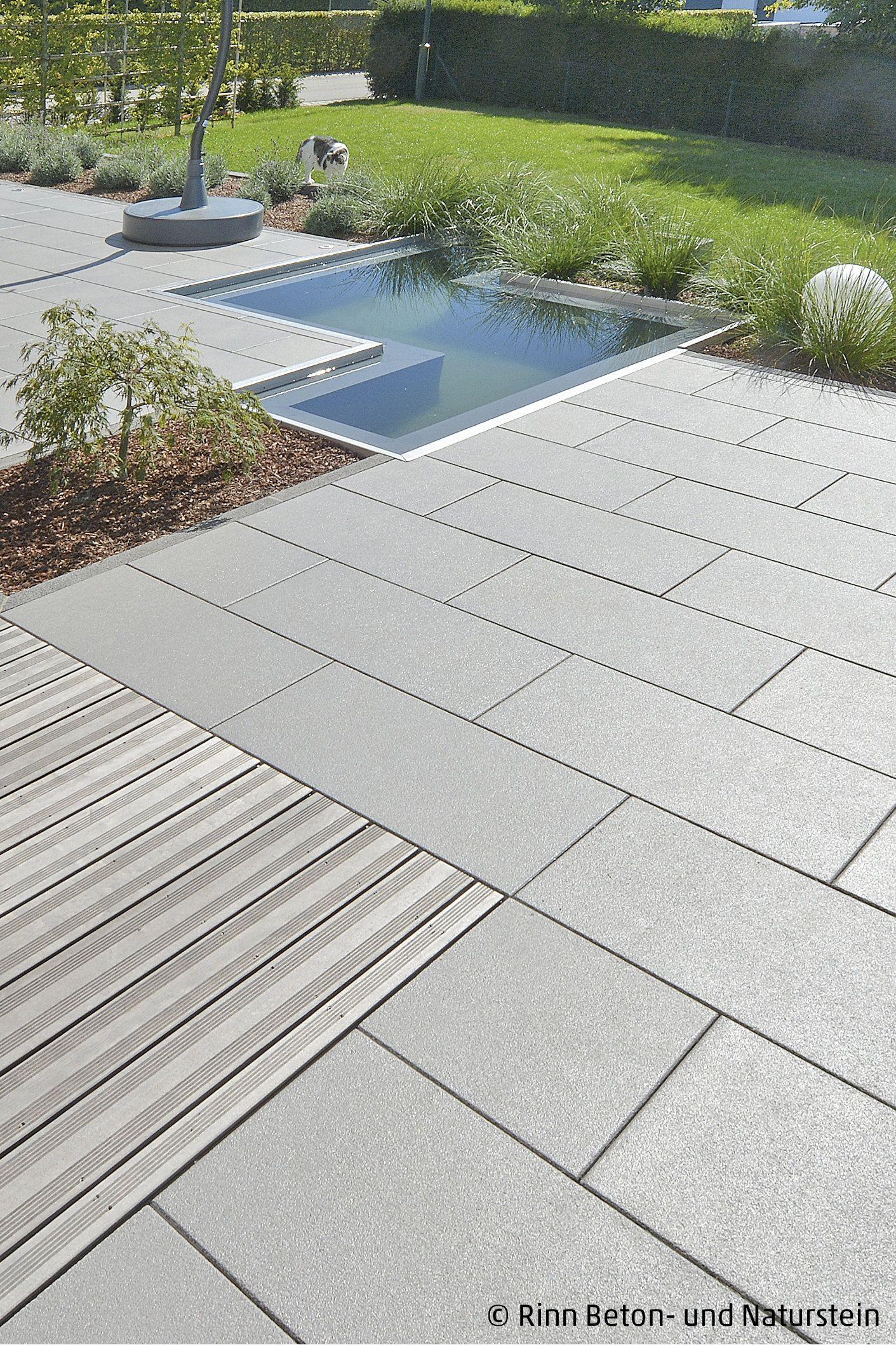 Moderne Terrasse mit Wasserbecken   Moderne terrassen, Terrasse ...