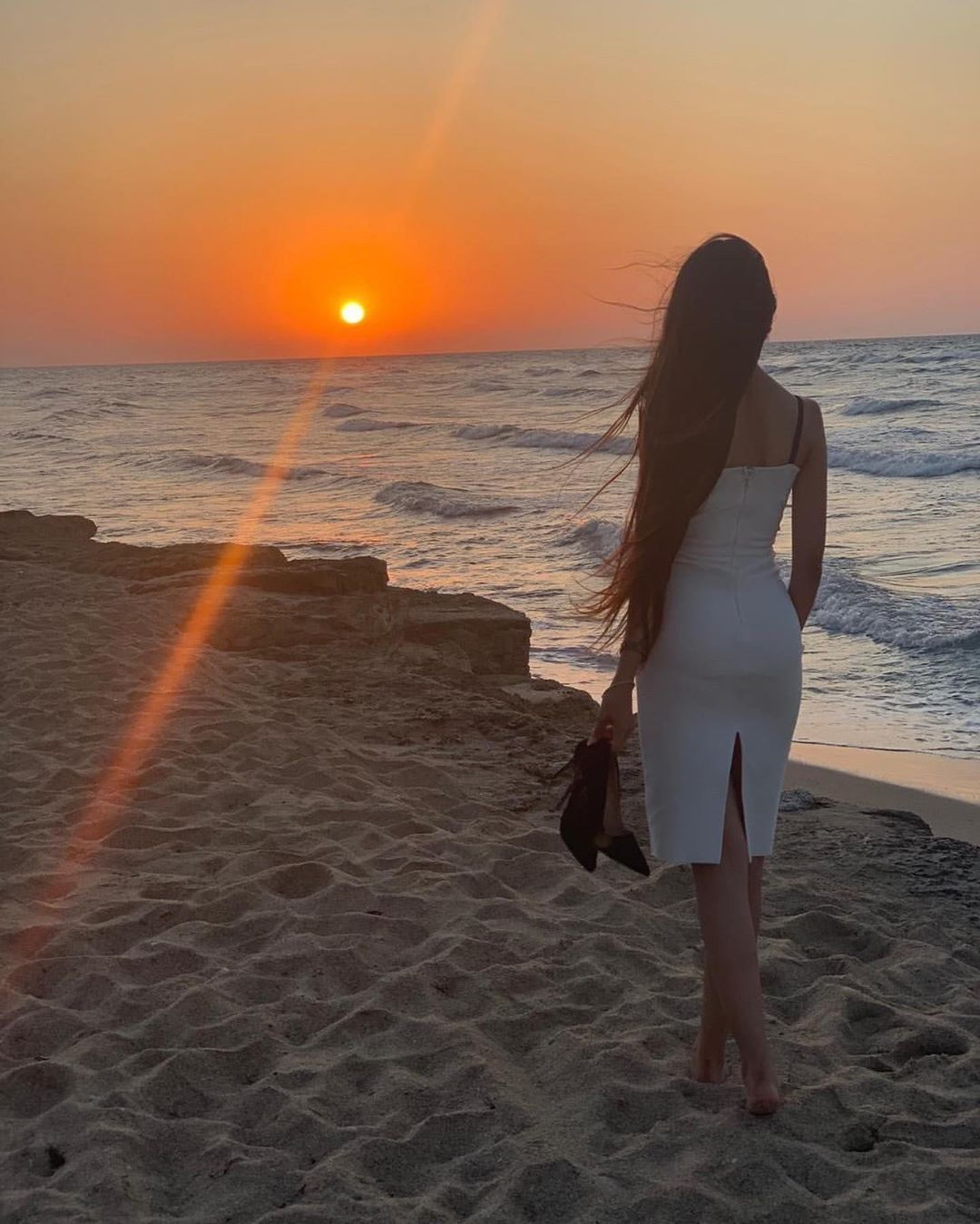 That crazy little sun of a beach The beautiful @farah_mwasi 😍❤️ ——————————————————————— #48streetfas...