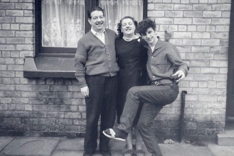13-Ringo Starr with family   Ringo starr, George harrison ...