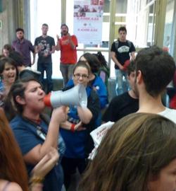 Proabortistas boicotean por la fuerza un acto a favor del derecho a la vida y la atención a la mujer embarazada
