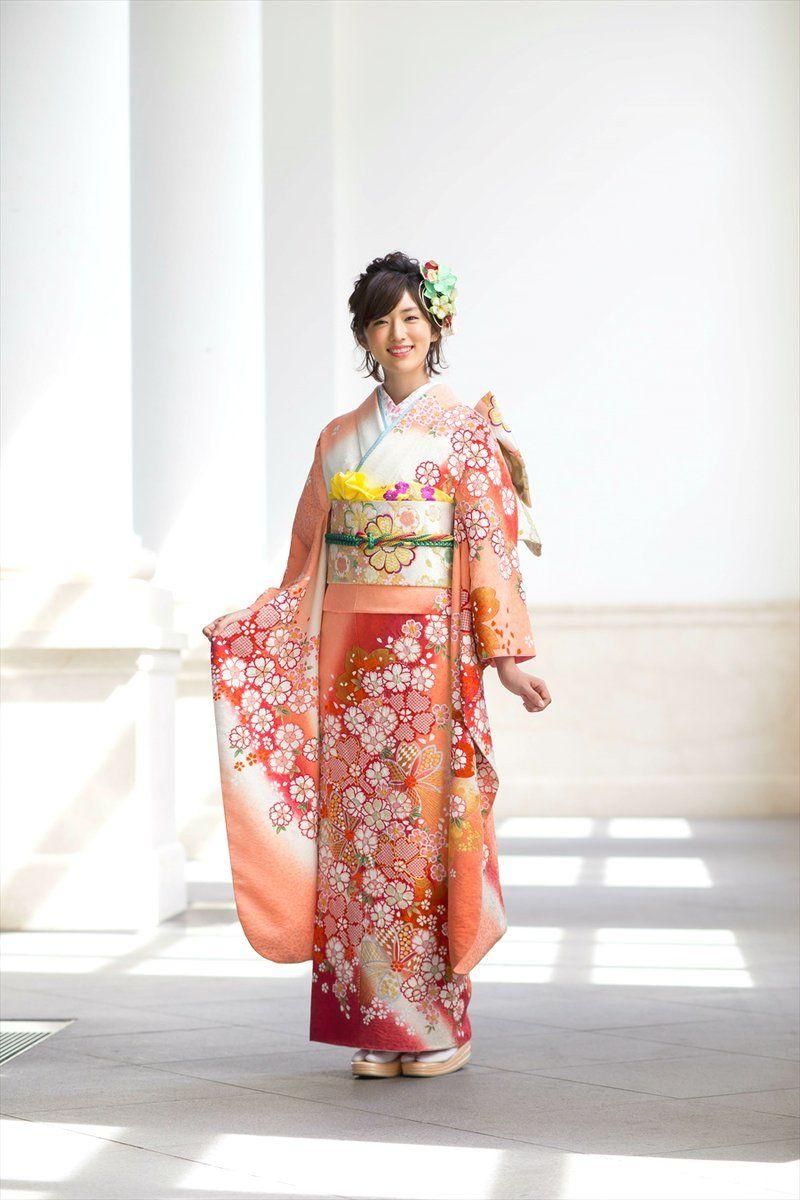 a341a5d72 Pin do(a) Luzia Calado em kimonos e gueixas