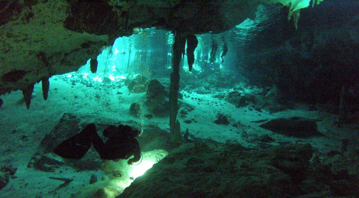 Mexiko - Dos Ojos Cenote Eine unterirdische Welt, wie man sie nur selten zu Gesicht bekommt...