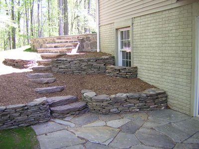 Jardin decocasa escaleras de exterior caminos al for Escalera de bloque de jardin